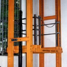 山东酒店专用传菜机-导轨升降机