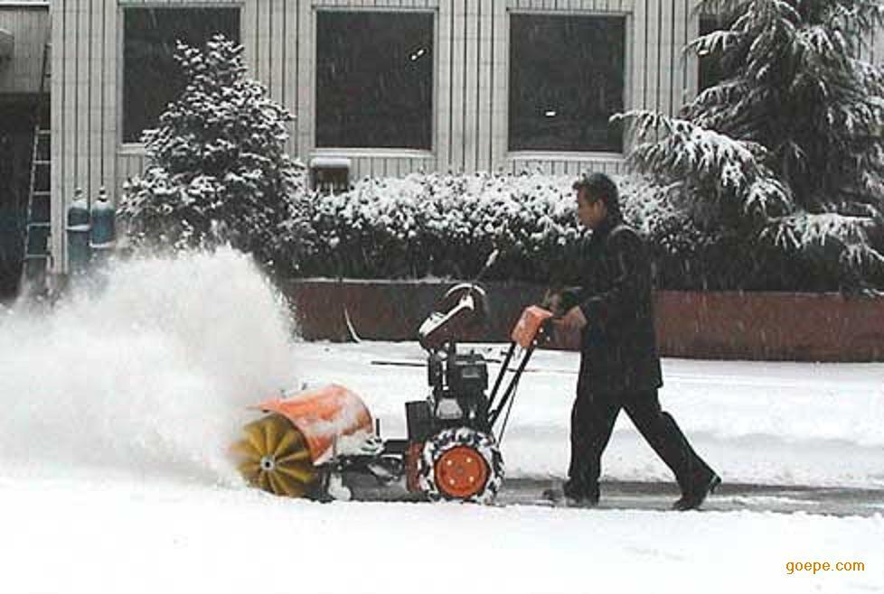 手扶多功能扫雪机