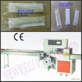 精品推荐:纸巾刀叉三件套包装机|航空餐具三合一包装机