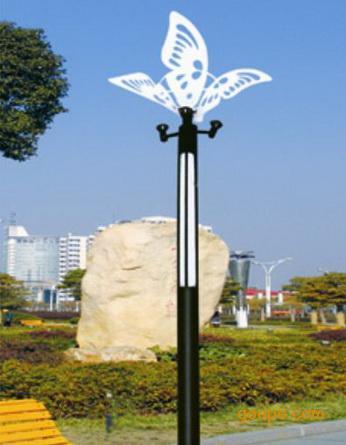 欧式庭院灯:     其设计风格多采用欧洲国家的一些欧式艺术元素,加以