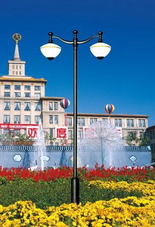 欧式庭院灯:     其设计风格多采用欧洲国家的一些欧式艺术元素,加