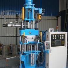 硅橡胶自动射出机。橡胶成型机。