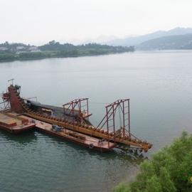 巨龙链斗式挖泥船