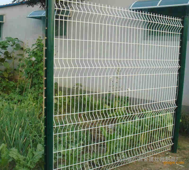 8*3m    4护栏网立柱:圆管,方管,桃形柱等.