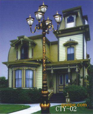 庭院灯可以点缀城市风景;夜晚