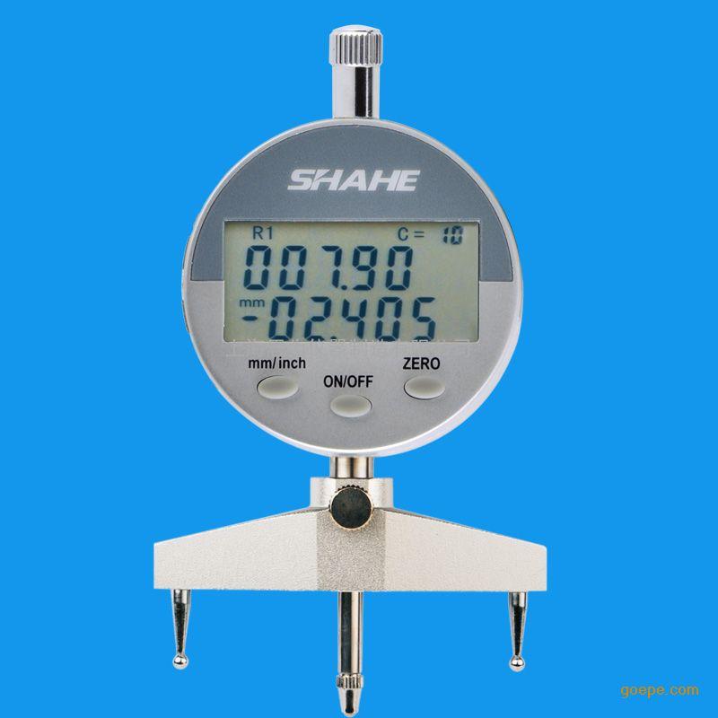 1. 在工程测量中,圆弧形半径测量一般采用R规板(也称R规)来比较测量,由于R规样板规格有限,所以只能测出R规样板上具有的标准圆弧形面半径,且为比较测量,无法测出待测工件的实际精确值。其它大部分非标准圆弧(R样板上不具备的规格)是无法进行精确测量的。另外,R样板规格较多,在实际测量中需花很长时间方能选中合适规格的样板,测量效率极低。本专利产品采用容栅传感器、集成电路等高新技术成果,将机械、电子技术、计算机技术以及传感器技术有机结合,开发出新一代具有高科技含量的圆弧形半径测量仪,该专利产品可测出任意规格的圆