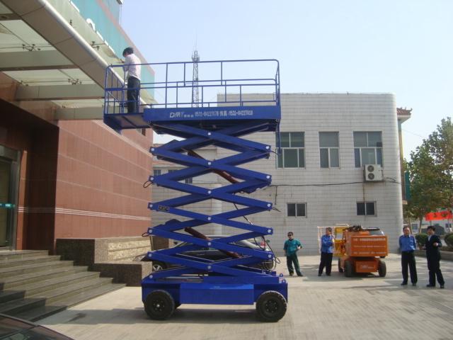 车载式升降机/液压升降机/深圳升降机图片