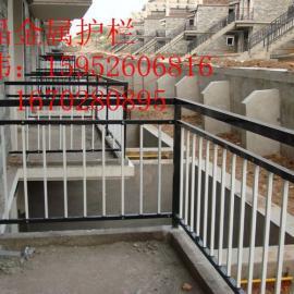 泰州阳台订制安装,泰州草坪护栏,泰州防盗窗、热镀锌钢栅栏门