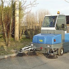 PB170 E带驾驶室扫地机/车