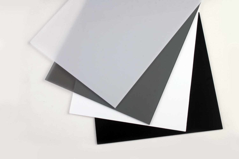 """苏州亚克力乳白板是采用亚克力或PMMA高分子材料经过挤出工艺制成的高透明板材。 苏州亚克力乳白板具有高透明度,透光率达92%,有""""塑胶水晶""""之称。具有极佳的耐候性,并兼具良好的表面硬度于光泽,加工可塑性打,可制成各种需要的形状与产品。板材的种类繁多色彩丰富,压克力板材的规格种类很多。普通板有:透明板,染色透明板,乳白板,彩色板;特种板有:卫浴板,云彩板,镜面板,夹布板,中空板,抗冲板,阻燃板,超耐磨板,表面花纹板,磨砂板,珠光板,金属效果板等。不同的性能,不同的色彩及视觉效果以满足"""