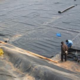 HDPE土工膜生产厂家、沼气池防渗膜价格、生活垃圾填埋场土工膜价