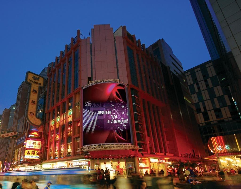 徐州火车站p8户外led显示屏,p10室外led大电视屏幕图片