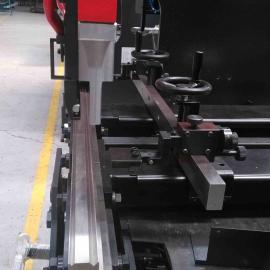 低价出售数控不锈钢折弯机 配置三轴电液数控系统