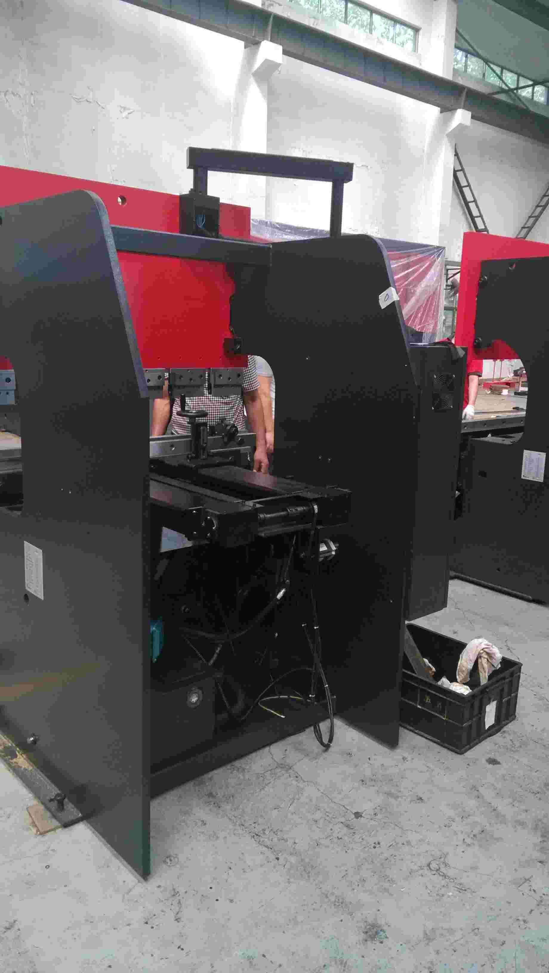 wc67k-100t/3200液压数控折弯机图片