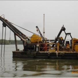 工作中绞吸式清淤船