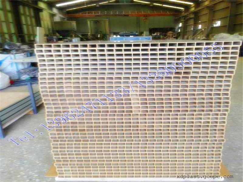 木塑中空设备板生产线 pvc木塑中空板生产线格子热镀锌钢制桥架槽式图片