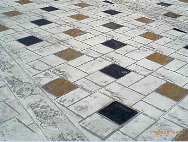 其色彩随着表面剥离的深浅和水泥,砂或石渣彩色地面品种而异.