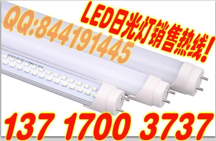 取代对象:取代40瓦传统日光灯 额定功率:15W 芯片数量:244PCS 光 效:85.3LM/W 光 通 量:1450LM 灯光颜色:正白/暖白 工作电压:AC100-240V/50HZ-60HZ 灯头规格:G13(塑胶加长灯头) 外壳材质:拉伸铝材+防火PC 产品尺寸:Φ26mm*L1198mm 二:LED特点   LED日光灯以质优、耐用、节能为主要特点,投射角度调节范围大,15W的亮度相当于普通40W日光灯,抗高温,防潮防水,防漏电。 使用电压有:110V、220V可选,外罩可选玻璃或PC