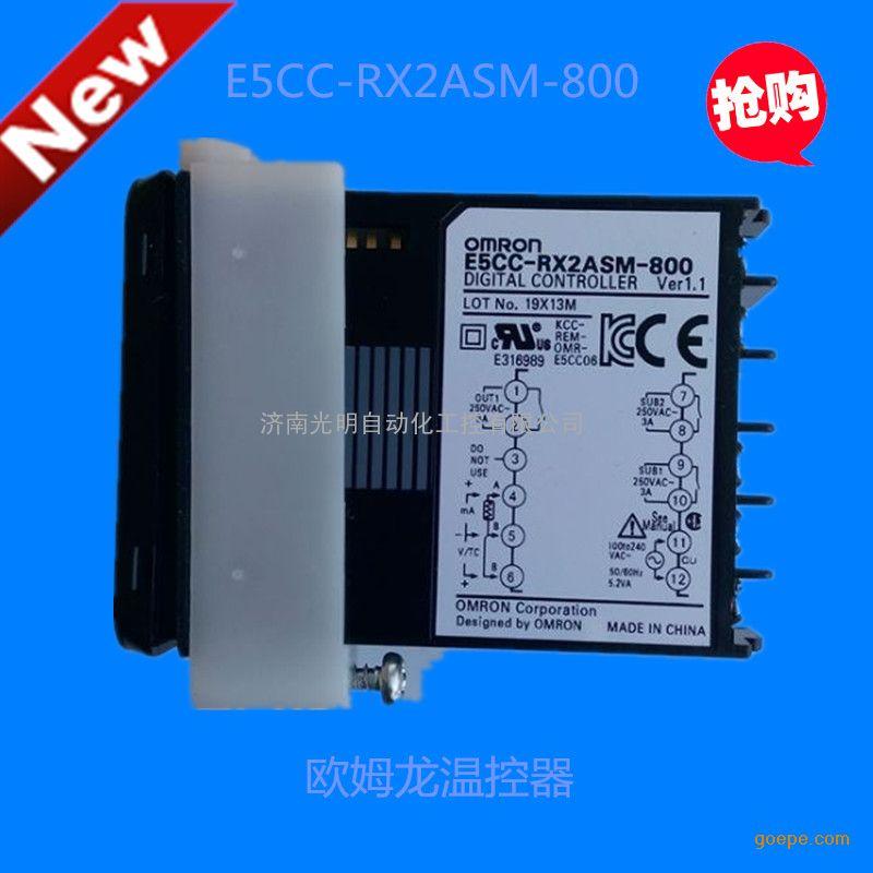 E5CC和E5EC应用范围广泛。 新一代E5CC/E5EC系列温控器采用紧凑设计风 格,因此对控制柜内安装空间的要求较低(60mm), 即使安装空间狭小,亦可轻松快速地实现卡入式 安装。 节省时间! E5CC/E5EC系列温控器的前面板 设置了5个按键,操作非常方便。 E5CC/E5EC系列操作简便,同时融入了欧姆龙的PID控制专利技术,使其温度控制的精确性达到了新的标 准,其50ms的采样周期也使温度控制的迅捷性上升了一个台阶。 型号