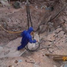 基坑岩石破除劈裂机