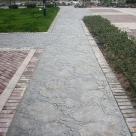 志丹水泥压花地坪材料/延安彩色混凝土路面/吴起仿石压印地坪