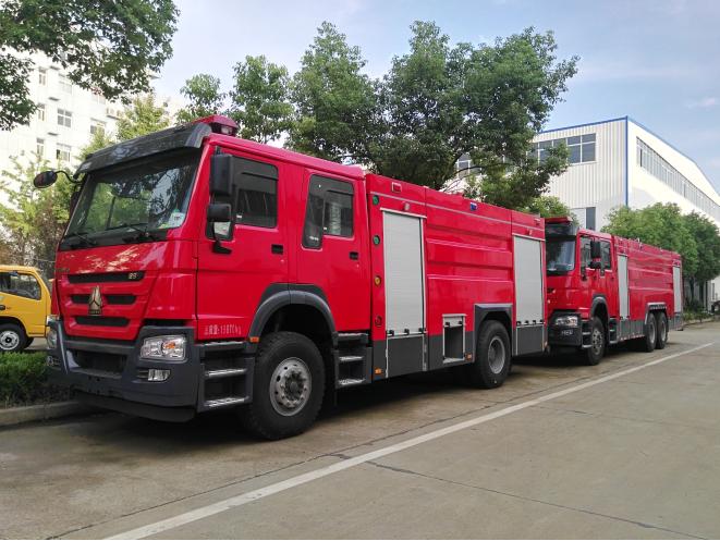 国五重汽8吨水罐消防车 国五豪沃8吨消防车