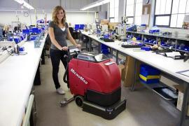 辉派工业原装进口美国卡特M-510小型手推式洗地机优势销售