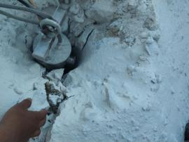 遇到坚硬岩石用大型劈裂器