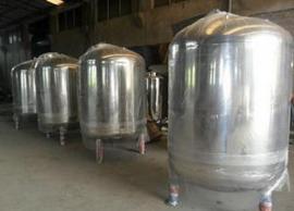 不锈钢无菌水箱圆型0.3T/0.5T/0.8T/1.0T/1.2T/1.5吨/2吨