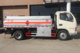 C照可开蓝牌2吨碳钢2.14立方油罐车配置详情