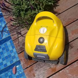 无线全自动吸污机 游泳池吸污机 吸尘器 小型私家泳池清洁设备