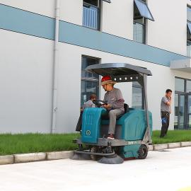 厂区院子树叶扫路车驾驶式YSD-1400扫地机马路灰尘清扫车洒水