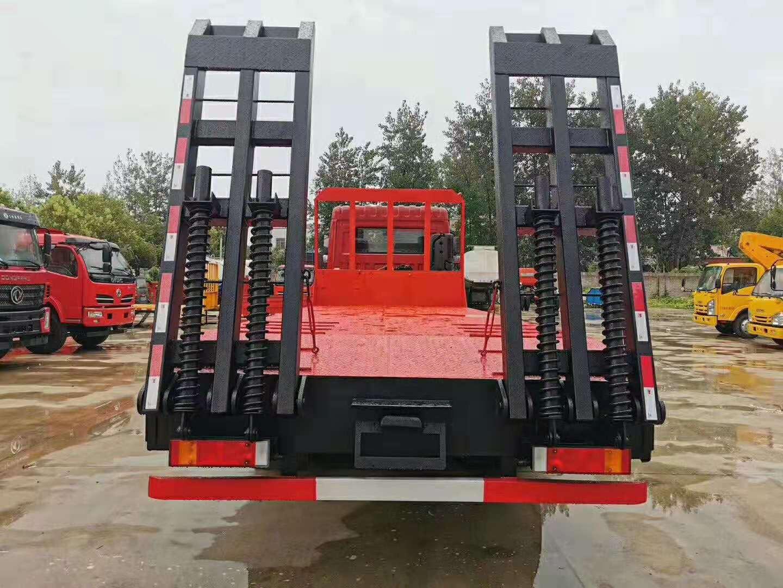 东风挖机拖车配置、参数 东风新款挖机拖车