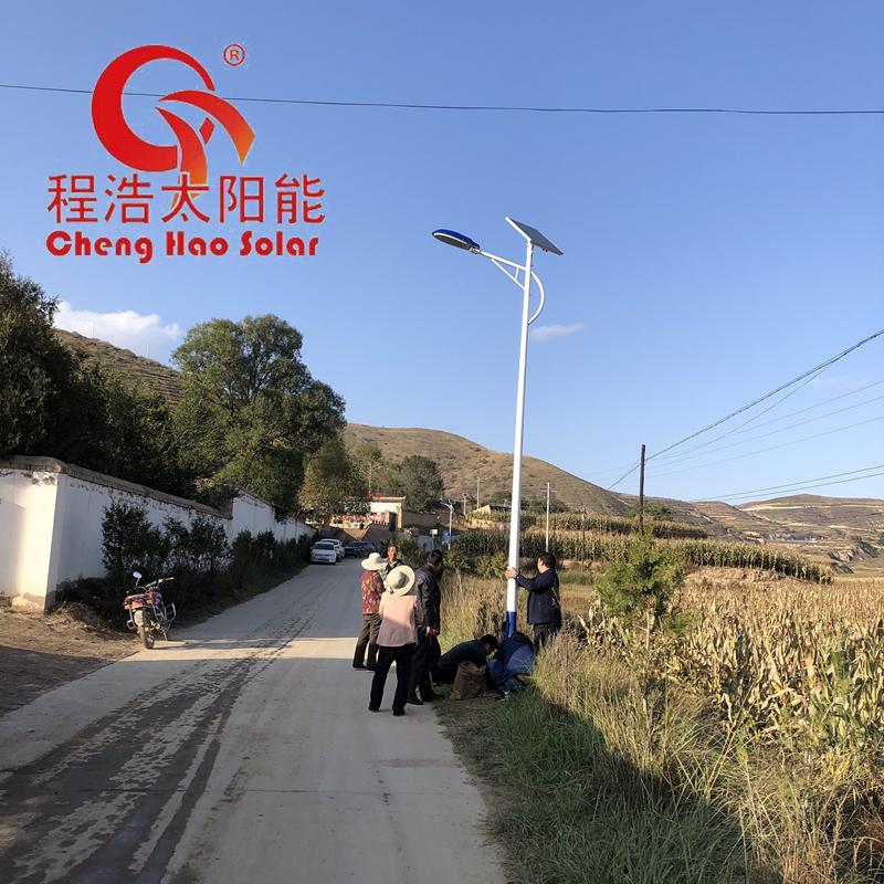 程浩 西北6米7米8米10米太阳能路灯厂路灯