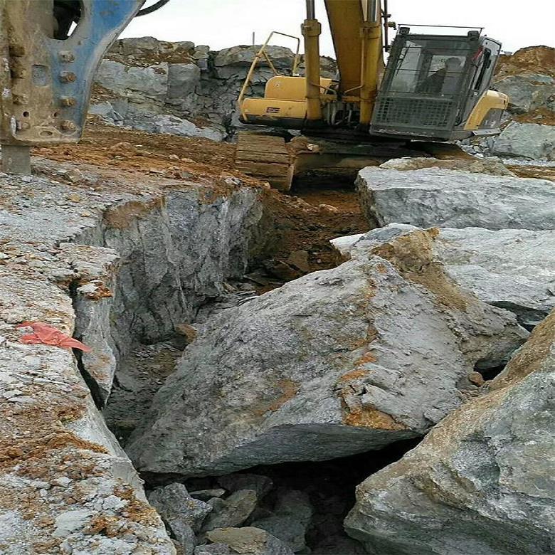 基坑开挖岩石破碎机枪尖保养
