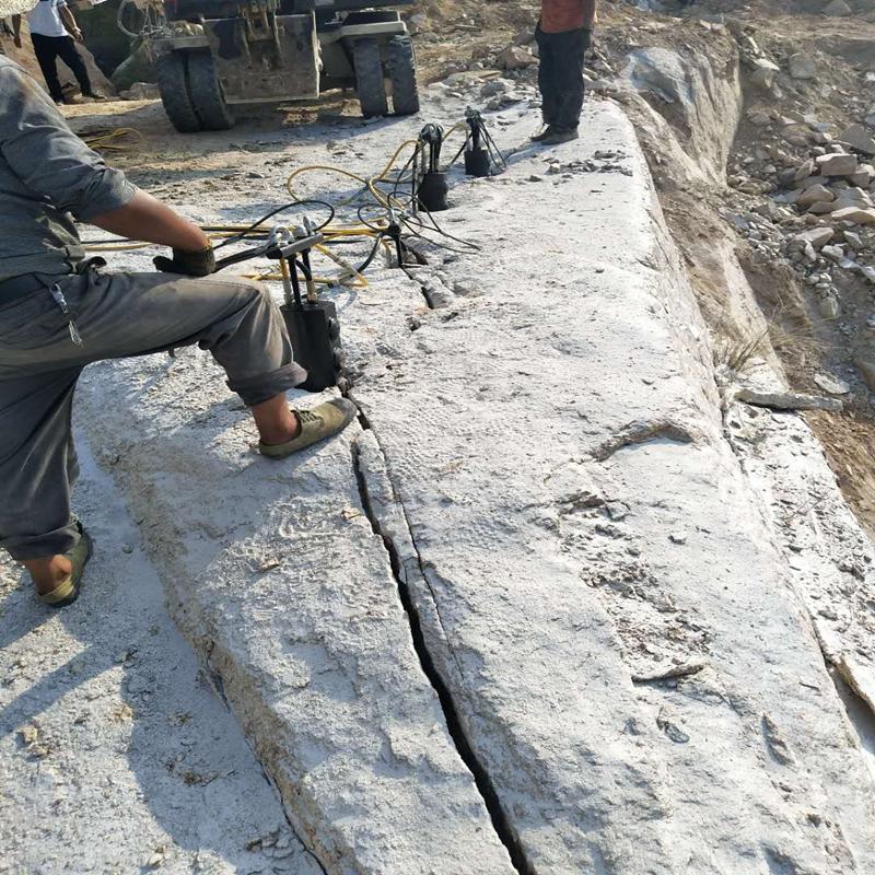 基坑开挖岩石破碎机尖保养