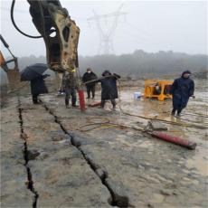 砂石场开采岩石劈裂棒破碎岩石机器