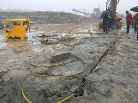建设挖地基不能放炮用液压劈石机岩石劈裂机 液压劈裂棒