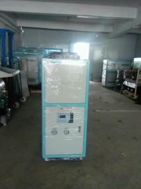 冷水机是工业用来循环液体降温所需要达到所需温度而提高生产