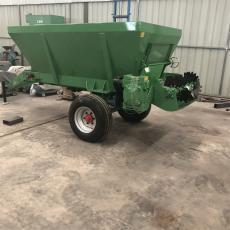 汇富 农用有机肥抛撒机 块状湿粪破碎撒粪车 牵引式大型撒肥机 hf-1.8