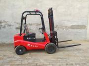 新红机械*制造 1.5吨电动叉车