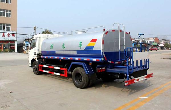 东风大多利卡8吨洒水车