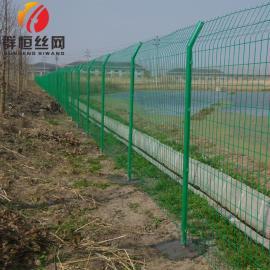 护栏网运动场围栏安全隔离网镀锌果园双边丝围栏网 1.8m*3.0m 群恒