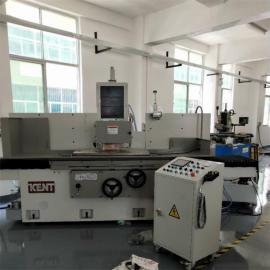 平面磨床KGS-510AHD采用高性能铸铁铸造三轴自动数控磨床