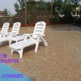 云城酒店躺椅,现货塑料沙滩椅,实木躺椅