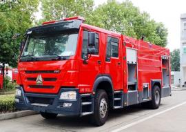 JDF5204GXFSG80型水罐消防� 重汽豪沃8��消防�