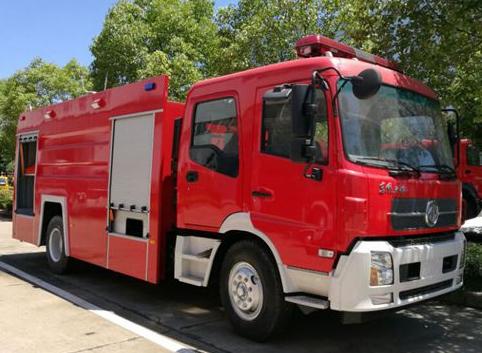消防车配置,东风7吨泡沫消防车