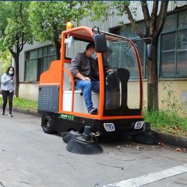YSD-1900B洁乐美学校落叶灰尘石子驾驶式清扫车医院外围电动扫地机带洒水