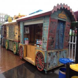 SG时景商业步行街售货车AG官方下载,迪士尼乐园欧式风格售货