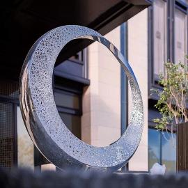 中雕雕塑园林景观雕塑不锈钢雕塑加工厂抽象设计圆环雕塑定制
